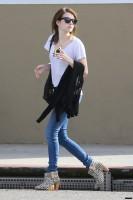 Эмма покидает маникюрный салон - 3 марта
