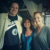 Новое личное фото Дженнифер и Уина Батлера, сделанное в кафе Олимпико в Монреале