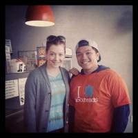 Фото Элисон с фанатом с инстаграма