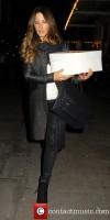 Кейт Бекинсейл. Кейт покидает театр «Noël Coward», Лондон.
