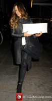 Кейт покидает театр «Noël Coward», Лондон.