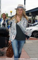 Роузи прибывает в аэропорт Гэтвик (часть 2)