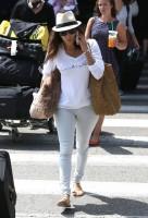 Ева Лонгория прибыла в Лос-Анджелес, штат Калифорния.