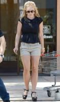 Бритни Спирс. 21 апреля - Бритни посетила салон маникюра в Thousand Oaks