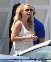 20 апреля - Бритни навестила своих друзей в Малибу