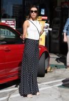 16 октября 2013 - Ева Лонгория  наслаждается ароматом утреннего  кофе, Голливуд.