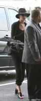 2 июля - Дженнифер была замечана французскими папарацци в аэропорту в Париже