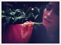 Джессика Бил. Наслаждение пчелами моей Джессики (название помады) с моим другом @kateydenno. Спасибо Берт!