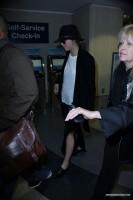 Дженнифер Лоуренс. Новые фото папарацци: Дженнифер в аэропорту ЛА