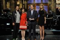 Зоуи Дешанель. Зоуи на шоу Saturday Night Live (SNL) - 12 Апреля