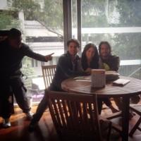 Сурия снимается в клипе на песню «Bajemos la guardia»