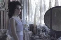 Новые кадры, постер и промо с Сурией к фильму «Темнее ночи». Также стало известно, что именно героиня Сури является главным персонажем фильма – девушкой, что унаследовала дом и черную кошку.