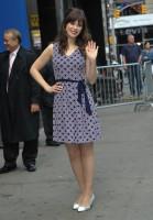 Зоуи Дешанель. Зоуи на Зоуи на Good Morning America, Нью-Йорк - 14 Апреля, 2014