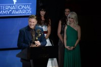 Шон Бин - победитель Интернациональной премии Эмми