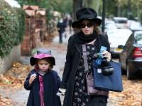 Хелена Бонэм Картер с дочерью Нелл в Лондоне, 31 октября.