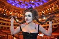 Хелена Бонэм Картер. Хелена Бонэм Картер спела в Royal Albert Hall