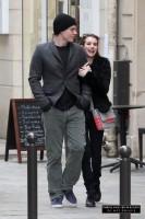 Эмма Робертс и Эван Питерс прибыли в Париж - 26 февраля