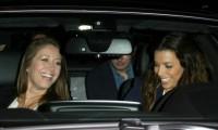 29 октября 2013 -  Ева Лонгория на вечерней прогулке с друзьями  в Беверли-Хиллз.