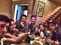 Фото Сурии с коллегами по фильму «Не знаю подрезать ли себе вены...».
