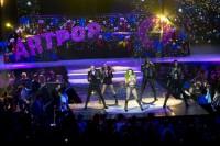Леди Гага. Леди Гага выступает на «Jingle Bell Ball» в Лондоне.