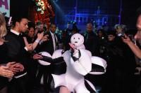 Леди Гага выступает на «artRave» в Нью-Йорке.