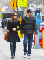 Оливия Уайлд. Оливия и Джейсон во время прогулки по улицам Нижнего Манхэттена