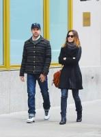 Оливия и Джейсон во время прогулки по улицам Нижнего Манхэттена