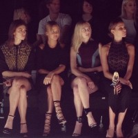 Фиби Тонкин. Mercedes Benz Fashion Week Australia