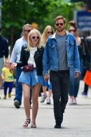Дакота Фаннинг. Дакота и Джейми прогуливаются по улицам Нью-Йорка.