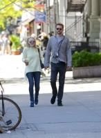Дакота Фаннинг. Прекрасная пара Дакота и Джейми на прогулке в Нью-Йорке.