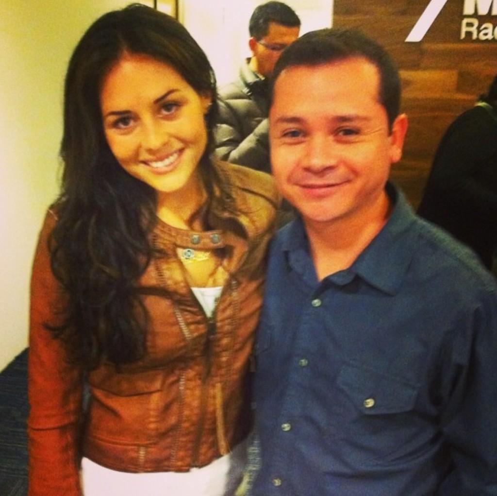 Cурия Вега. Сурия и Хосе Мария Торре на радиостанции MVS 102.5 FM.