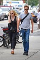 Дакота и Джейми в Сохо в Нью-Йорке.