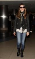 Миранда в аэропорту Лос-Анджелеса
