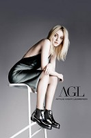 Полное фото из фотосессии рекламы обуви «AGL». Фотографом выступил David Slijper.