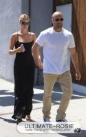 Роузи Хантингтон-Уайтли. С Джейсоном на прогулке в Западном Голливуде