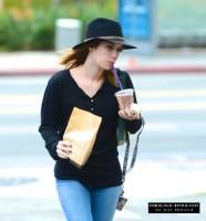 Эмма посещает Coffee Bean 25 января