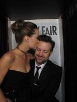 Оливия и Джейсон в фото-будке во время вечеринки журнала Vanity Fair по случаю церемонии «Оскар»