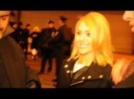 AnnaSophia Robb posing with fans