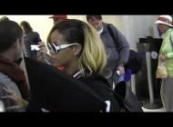 Rihanna's Fans Tell Her Chris Brown Sucks